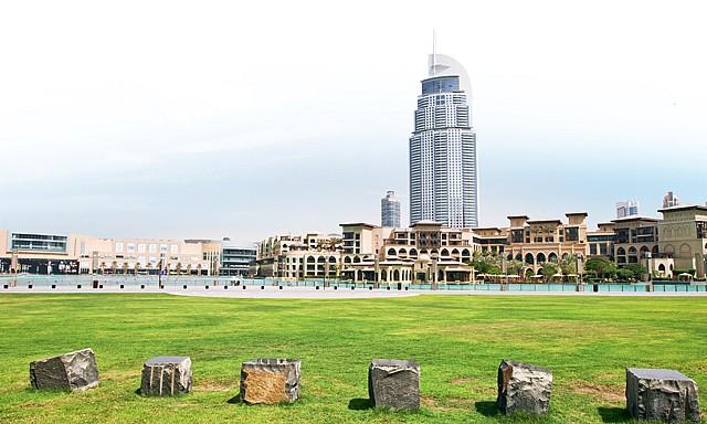 Le Burj Park au pied du Burj Khalifa.