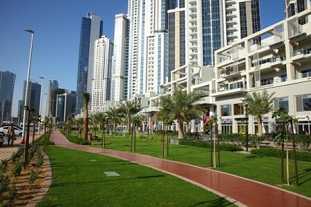 Bay Avenue Park, un oasis de vert au milieu des tours.
