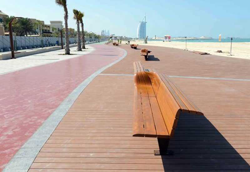 la piste de jogging sur la plage de Jumeirah à Dubai.