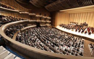 Avec un peu moisn de 200 places, l'opéra de Dubai propose une capacité intérréssante et une infrastructure hors du commun.